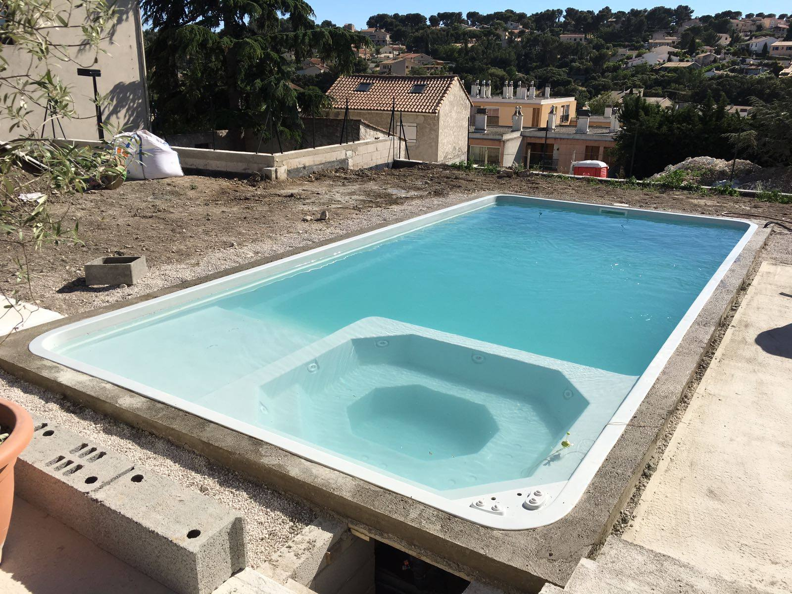 Piscine avec spa for Jacuzzi ou piscine
