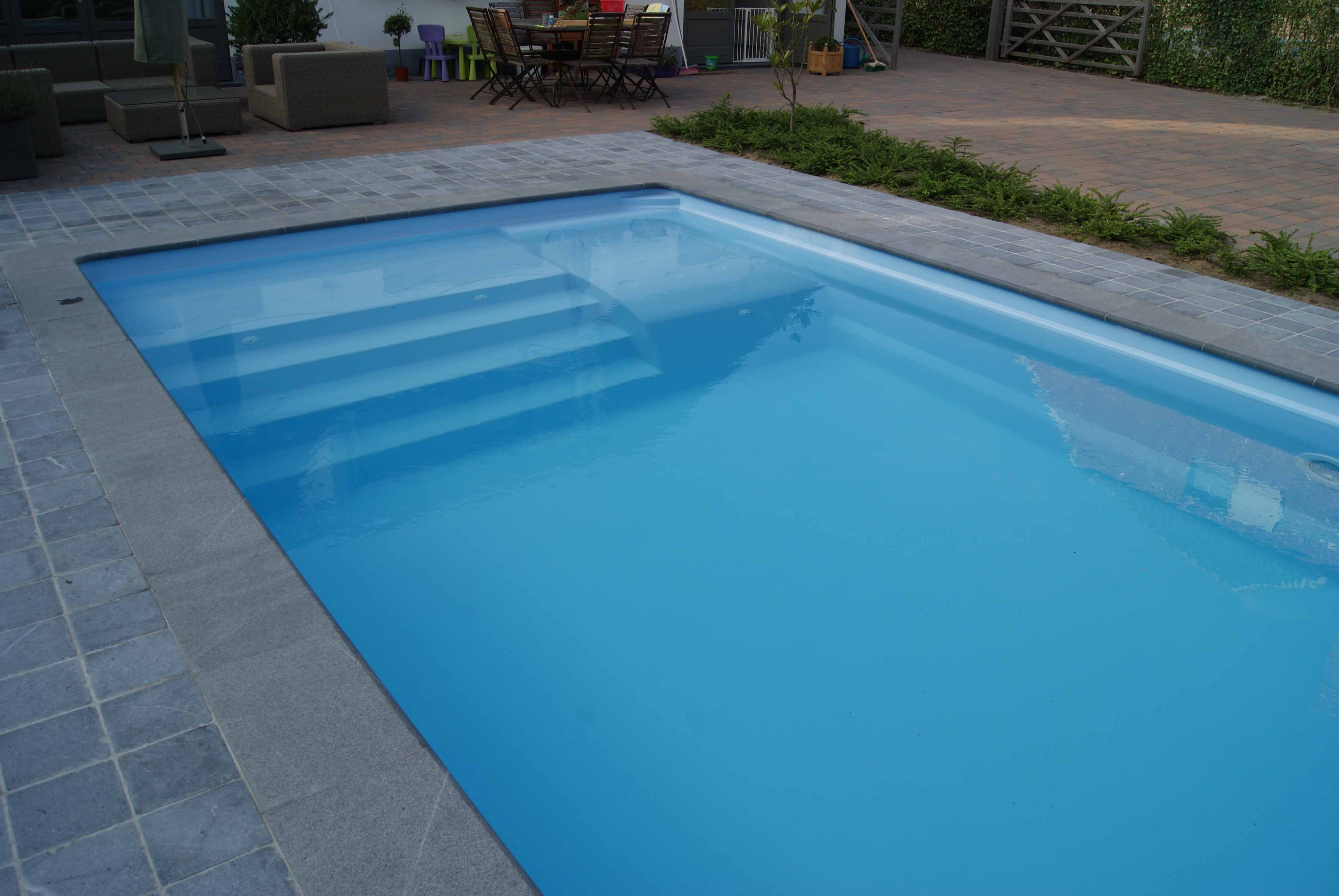 Piscine coque polyester rectangulaire mod le valence for Piscine 50 metres
