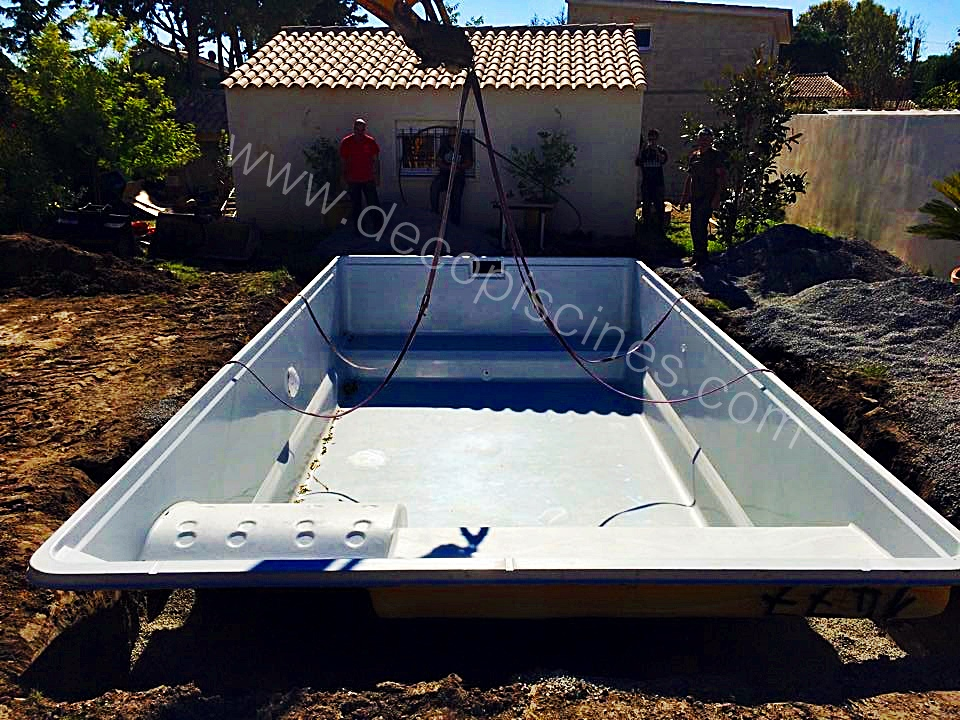 Model valence blog decopiscine piscines direct d 39 usine for Piscine coque prix d usine