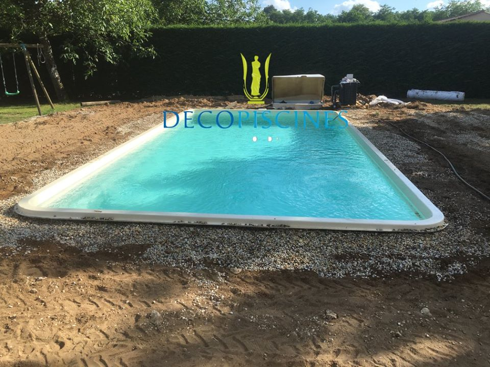 Piscine coque polyester promo piscine coque polyester for Forme piscine coque