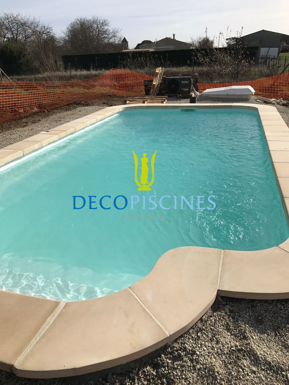 Projet complet charente maritime 17 mod le for Piscine coque polyester angers