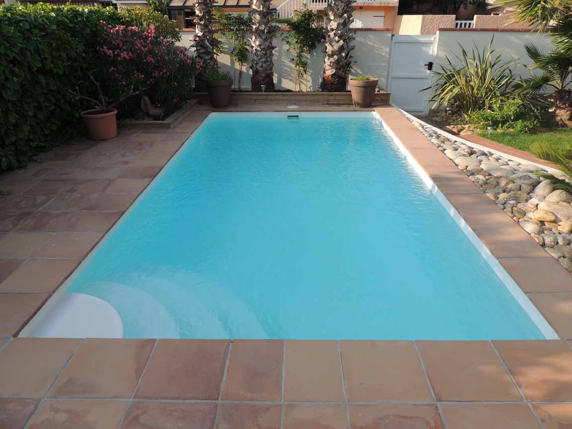 Piscine coque polyester rectangulaire mod le brest for Piscine 50 metres