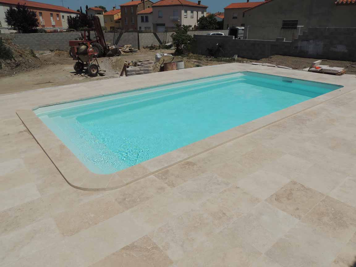 Piscine coque polyester mod le cannes dimensions 9 70x4 for Dimension piscine coque