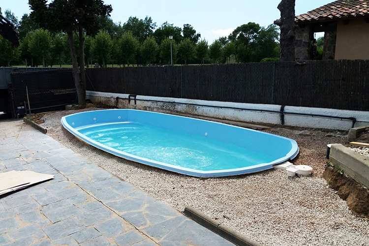 Piscine coque polyester mod le angers dimensions 7 00x3 for Avantage service piscine