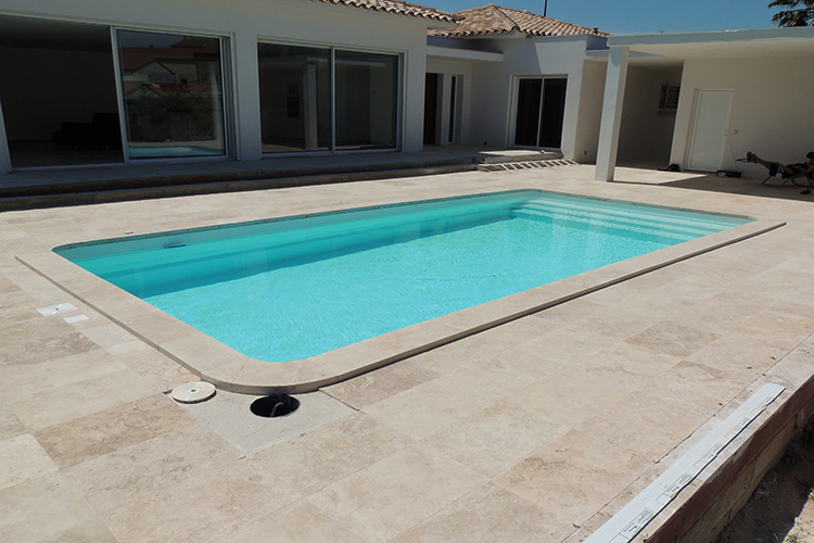 Piscine coque polyester mod le cannes dimensions 9 70x4 for Piscine coque polyester avantages