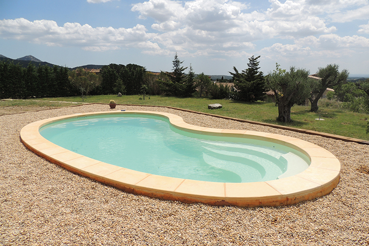 Piscine coque polyester mod le nancy dimensions 7 90x4 for Piscine coque polyester avantages