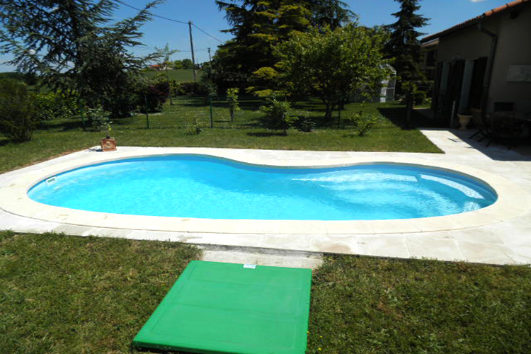Piscine coque polyester mod le nancy dimensions 7 90x4 for Avantage service piscine