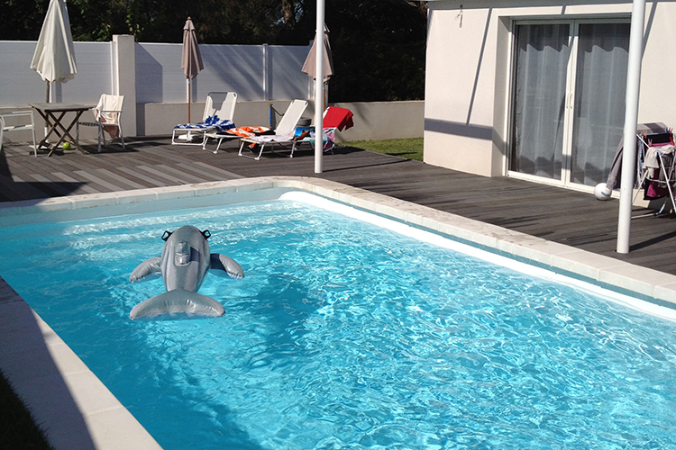Piscine coque polyester mod le nice dimensions 10 33x4 for Piscine nice